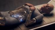 Пройти Тест Тьюринга роботу легко, стоит лишь обратиться в соблазнительную леди и томно попросить одинокого экзаменатора спасти ее несчастную жизнь. Но даже в зловещей ипостаси ИИ в образе Авы поражает до глубины мужского самообладания.