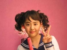 Маленькое корейское очарование в роли молодой невесты рассмешит даже зачерствелого критика.